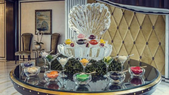 Caviar ice-bar